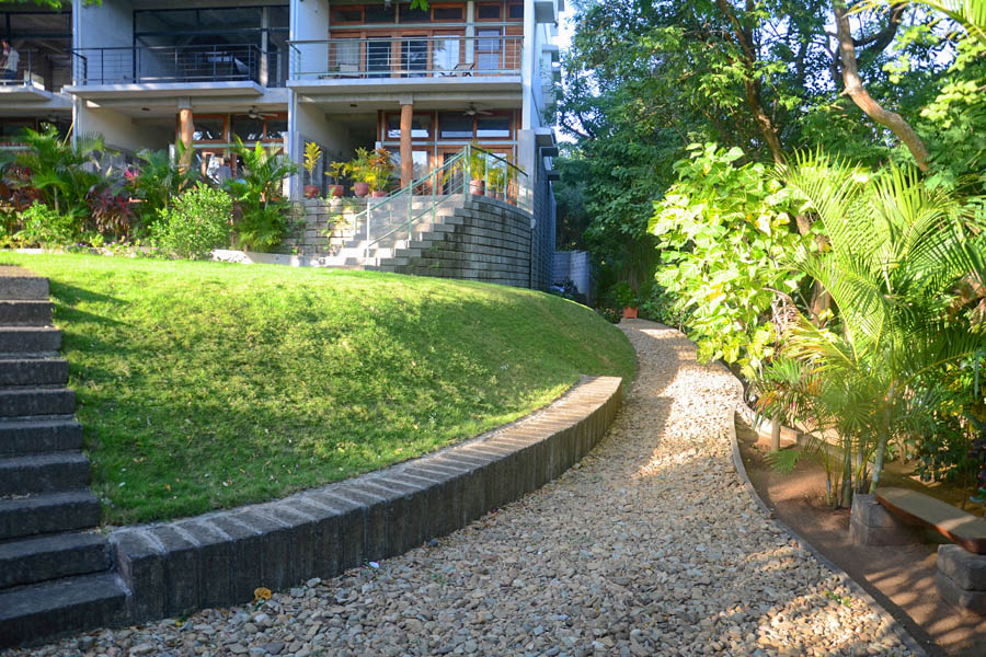 http://property-nicaragua.com/pedrodev/wp-content/uploads/2012/06/11_talanguera_townhomes_garden_copa_three_hundred_pasillo_east.jpg