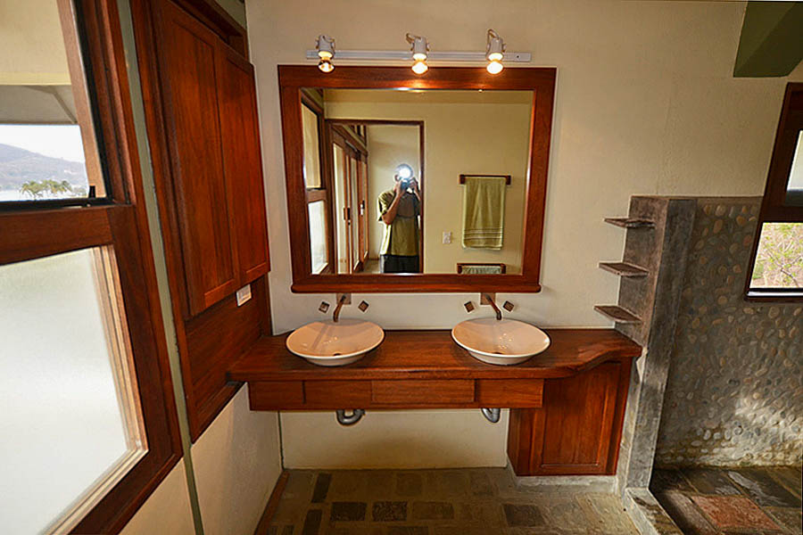 http://property-nicaragua.com/pedrodev/wp-content/uploads/2012/06/23_talanguera_townhomes_masterbath_west.jpg