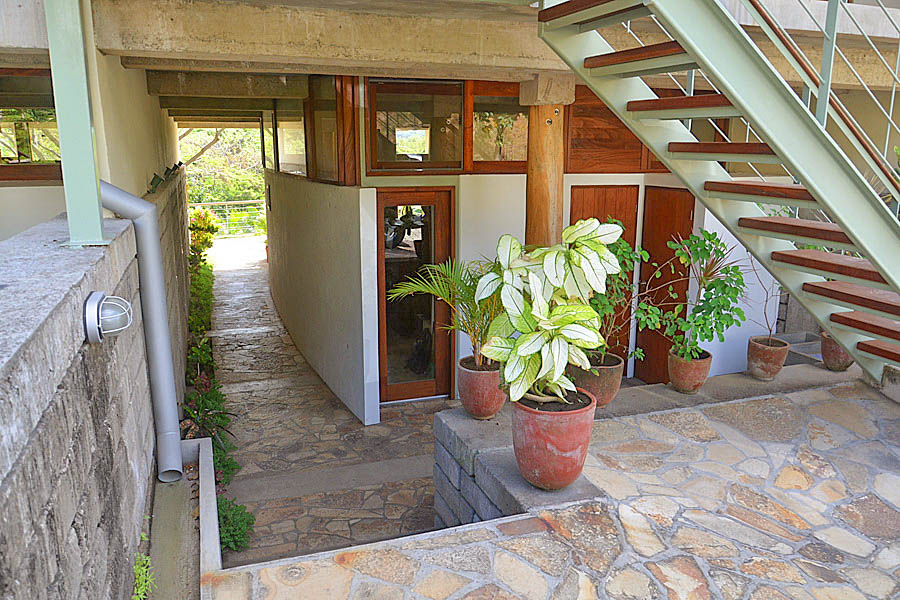 http://property-nicaragua.com/pedrodev/wp-content/uploads/2012/06/28_talanguera_townhomes_entry_pasillo_south.jpg