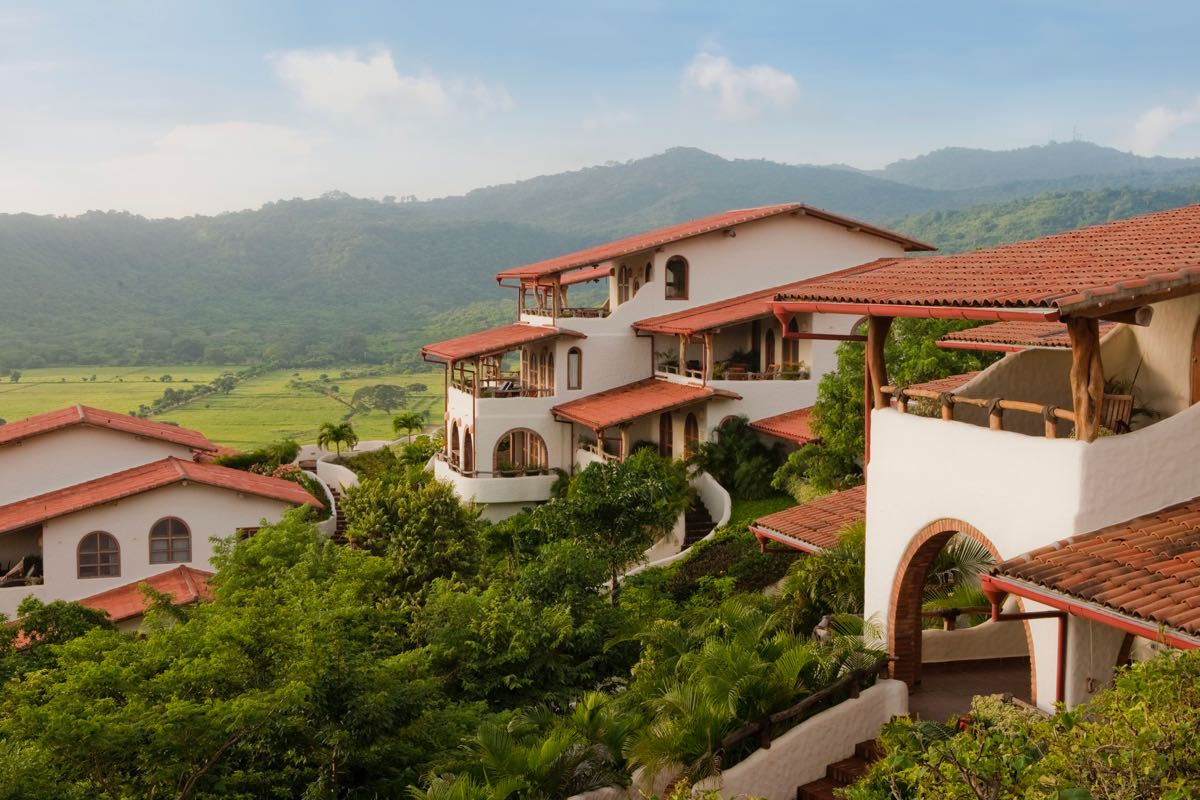 Re max nicaragua real estate pelican eyes resort spa for Real house