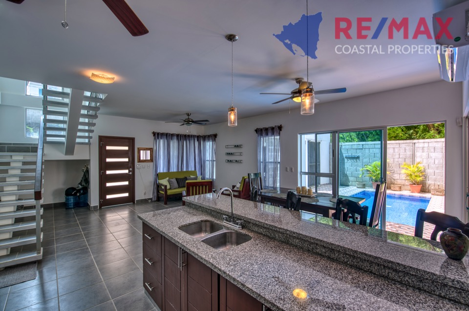 http://property-nicaragua.com/pedrodev/wp-content/uploads/2019/05/REMAX-Coastal-Properties-Townhomes-Miramar1.13.jpg