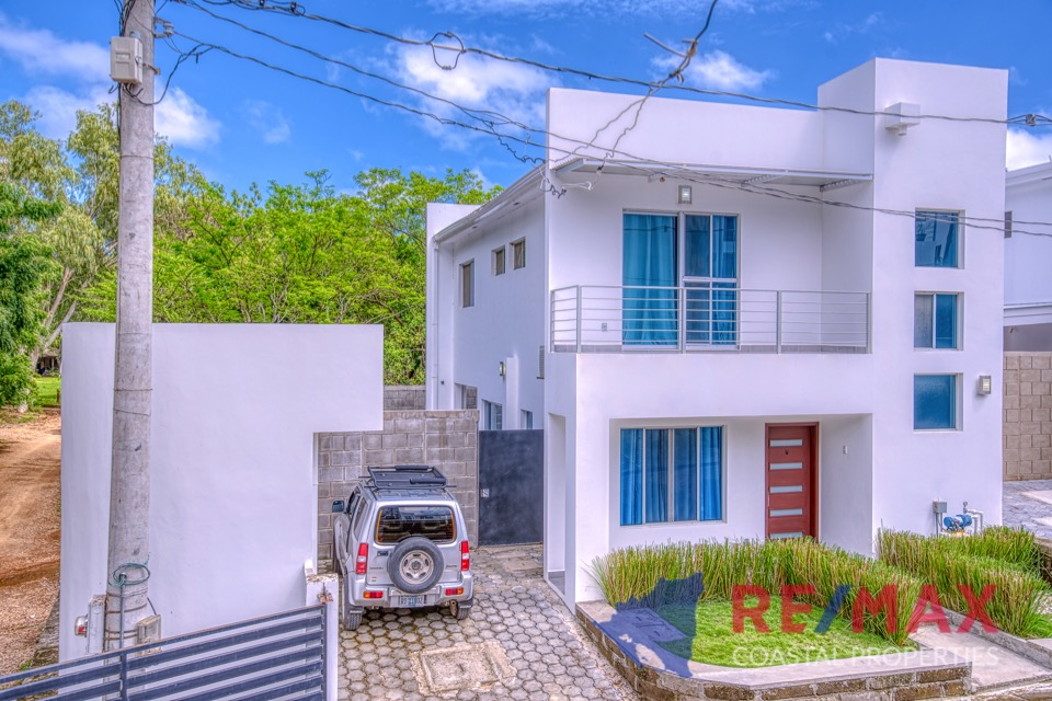http://property-nicaragua.com/pedrodev/wp-content/uploads/2019/05/REMAX-Coastal-Properties-Townhomes-Miramar1.24.jpg