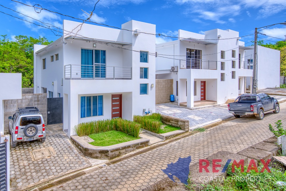 http://property-nicaragua.com/pedrodev/wp-content/uploads/2019/05/REMAX-Coastal-Properties-Townhomes-Miramar1.25.jpg