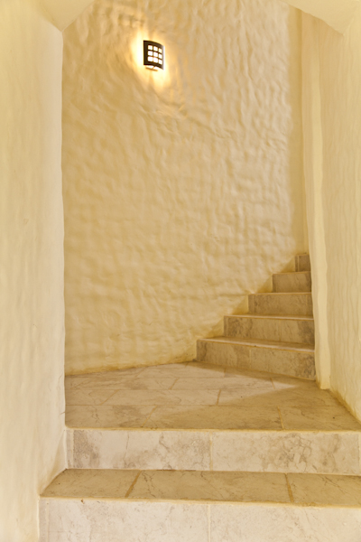 http://property-nicaragua.com/wp/wp-content/uploads/2012/07/18-Camino-del-Sol-Staircase.jpg