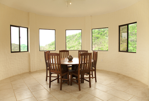 http://property-nicaragua.com/wp/wp-content/uploads/2012/07/9-Camino-del-Sol-Dining-Table.jpg