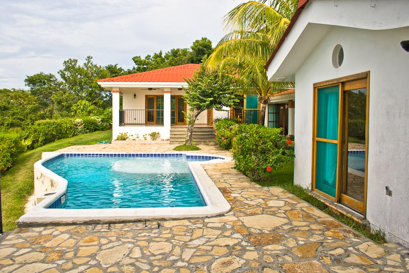 http://property-nicaragua.com/wp/wp-content/uploads/2013/01/PM-Oceanview-House-4.jpg