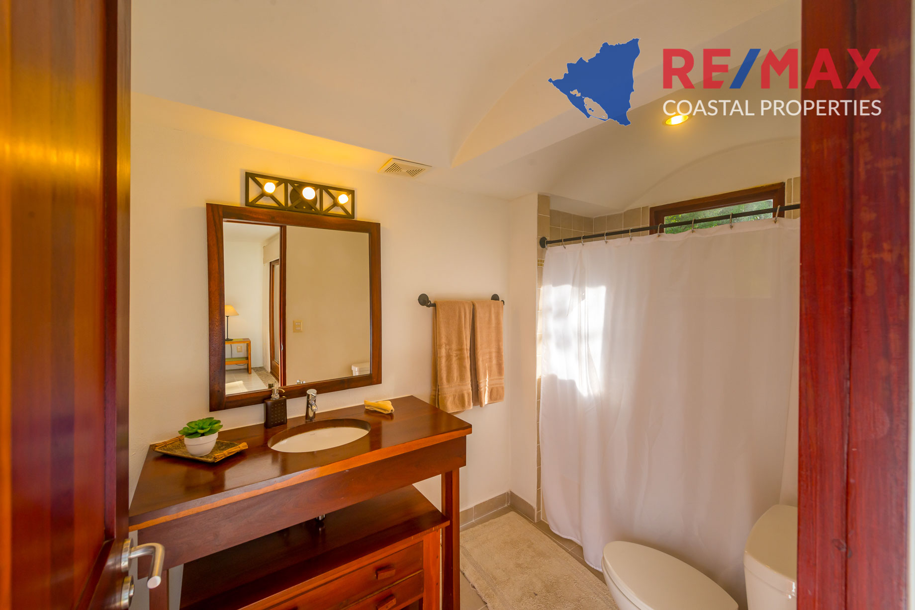 https://property-nicaragua.com/pedrodev/wp-content/uploads/2012/06/Playa-Coco-Townhome-2-REMAX-Coastal-Properties-24.jpg