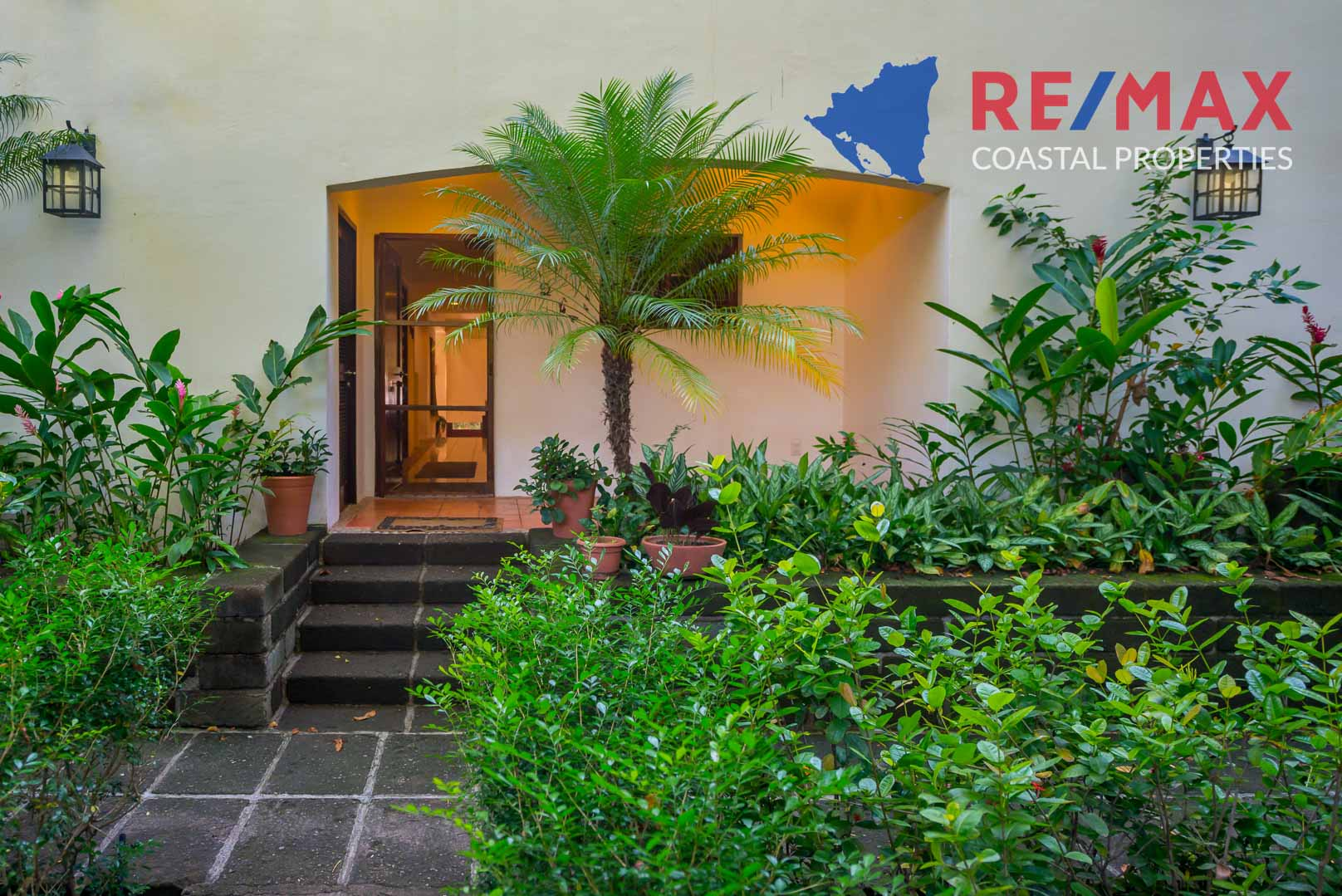 https://property-nicaragua.com/pedrodev/wp-content/uploads/2012/06/Playa-Coco-Townhome-2-REMAX-Coastal-Properties-38.jpg