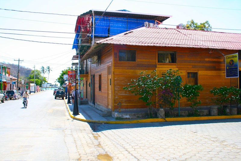 https://property-nicaragua.com/wp/wp-content/uploads/2012/07/Casa-El-Oro-Lilly-Downey-4-of-13.jpg