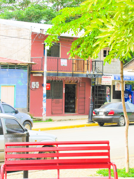 https://property-nicaragua.com/wp/wp-content/uploads/2013/02/Red-Farmacy-House-Fred-Goldfarb-4-of-13.jpg