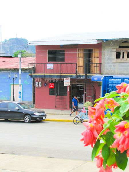 https://property-nicaragua.com/wp/wp-content/uploads/2013/02/Red-Farmacy-House-Fred-Goldfarb-8-of-13.jpg